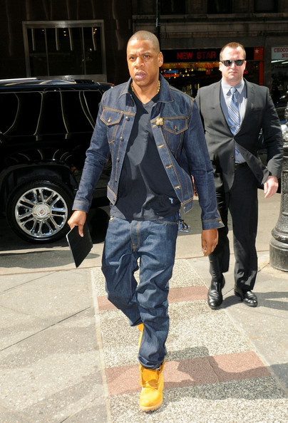 Jay-Z - Jay-Z Takes His iPad to Work