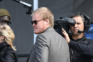 Jesse Plemons Jesse Plemons Signs Autographs for Fans