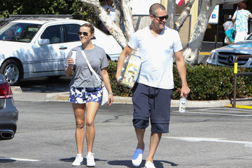 Jim Toth Jim Toth and Reese Witherspoon Go Out to Grab Juice