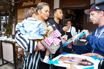 John Legend Luna Stephens John Legend And Chrissy Teigen Go Out For A Family Lunch