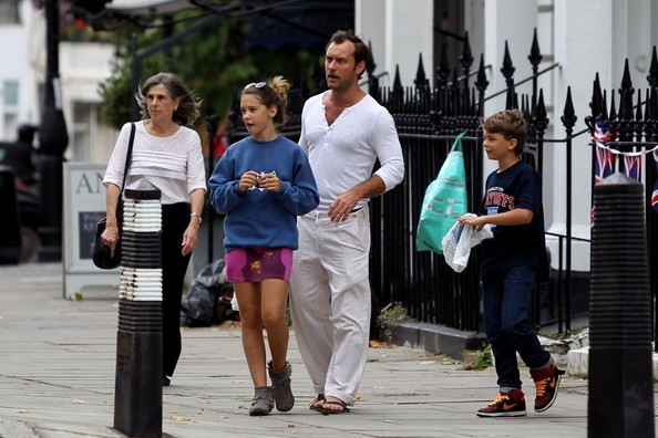 Jude Law Shops With Hi... Jude Law's