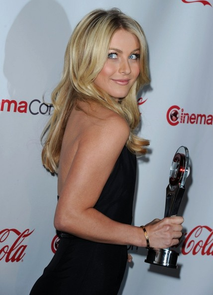 http://www1.pictures.zimbio.com/bg/Julianne+Hough+2011+CinemaCon+Awards+sCRoFADEGgVl.jpg