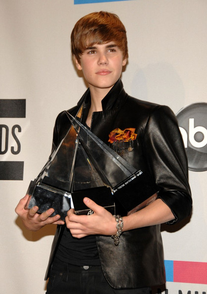 fauxhawk hairstyle_26. justin bieber pictures 2010.