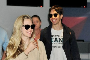 Justin Long Amanda Seyfried and Justin Long Land in Japan