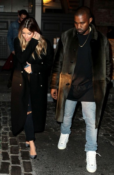 Kanye West - Kim and Kanye Leave Their Home in NYC