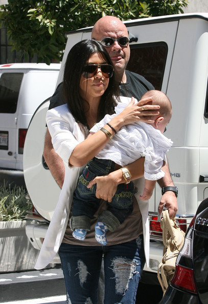 Kourtney+Kardashian in Kourtney Kardashian Out and About with Family
