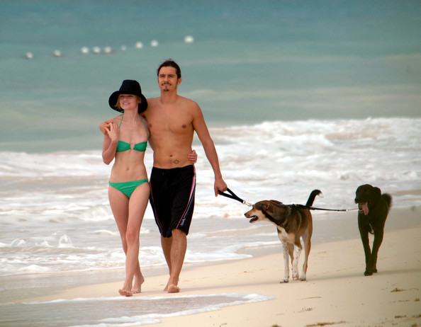 Orlando Bloom and Kate Bosworth on the Beach []