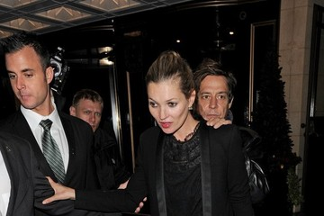 Kate Moss Kate Moss and Jamie Hince Leave Their Hotel
