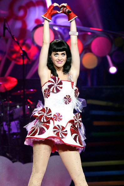 Katy Perry Performs in Montreal []