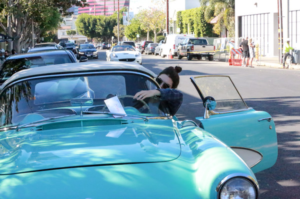 Kendall Jenner Gets a Ticket