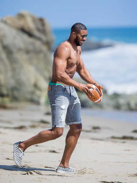 Kerry Rhodes and Nicky Whelan at the beach