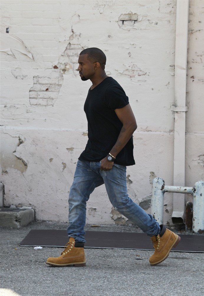 Kanye West In Kim Kardashian Works On Mother S Day 1 Of 4