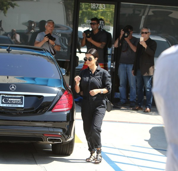 Kourtney kardashian runs errands in her new mercedes s for Mercedes benz kardashian