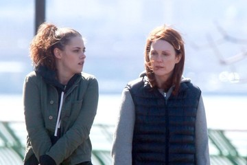 Kristen Stewart Kristen Stewart and Julianne Moore on Set