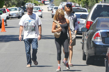 Kurt Russell Goldie Hawn and Kurt Russell Go for a Walk