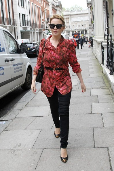 Kylie photos > candids, shoots, eventos... - Página 11 Kylie+Minogue+Kylie+Minogue+Spotted+London+CUu4VBrgYYcl