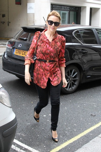 Kylie photos > candids, shoots, eventos... - Página 11 Kylie+Minogue+Kylie+Minogue+Spotted+London+e1YP4kC8nzzl