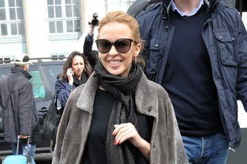 Kylie Minogue Kylie Minogue Arrives at a Paris Train Station