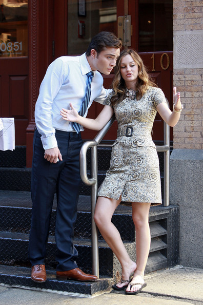 Leighton Meester and Ed Westwick - Page 5 Leighton+lowers+herself+EeY_vtNXJf9l