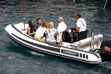 Liam Payne Geri Halliwell and Friends on a Boat