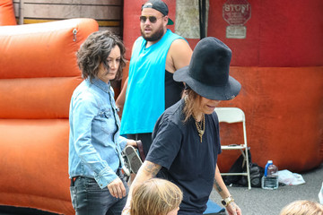 Linda Perry Rhodes Perry Linda Perry At The Farmer's Market