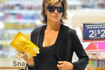 Lisa Rinna Lisa Rinna Indulges in Some Retail Therapy