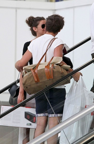 Louis Tomlinson And Eleanor Calder Flirt At The Airport