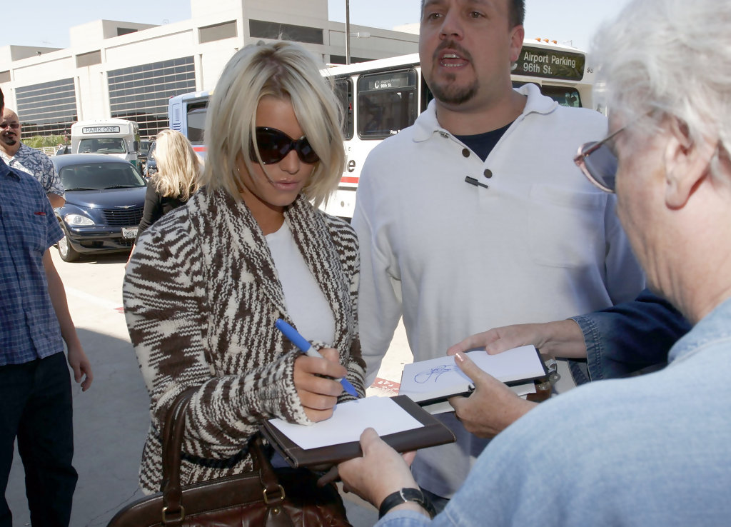 Lori Loughlin Signs Autographs in Boston Before Court Hearing