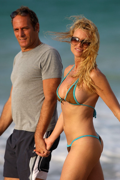 Michael Bolton Photos Photos - Nicollette Sheridan and ...