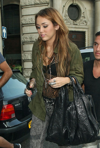 Miley Cyrus - Miley Cyrus Leaves Her Hotel