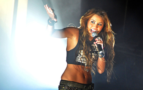 Miley Cyrus - Miley Cyrus Performs at the 1515 Club