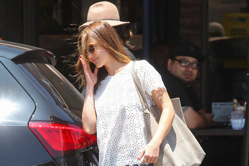Minka Kelly Minka Kelly Runs Errands With Her Hair In The Air