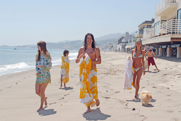 Nicole Richie and Mischa Barton on the Beach []