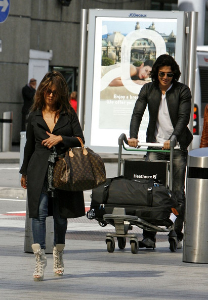 ***NO GERMANY/SWITZERLAND RIGHTS***.Monica Cruz and her boyfriend Alex Gonzalez prepare for departure from Heathrow airport.