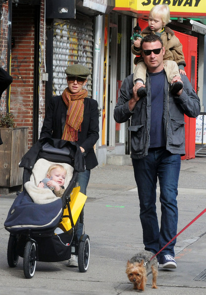 Naomi Watts and Liev Schreiber meet up with friends to take their kids