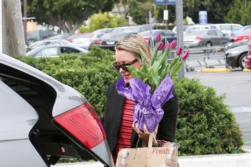 Naomi Watts Naomi Watts Goes Flower Shopping