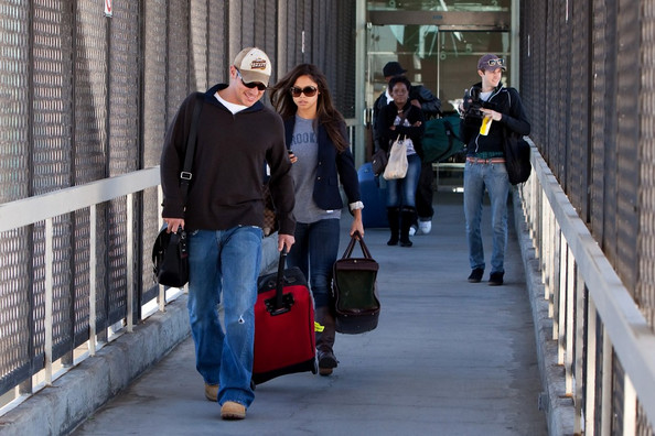 Nick Lachey - Nick Lachey and Vanessa Minnillo at LAX