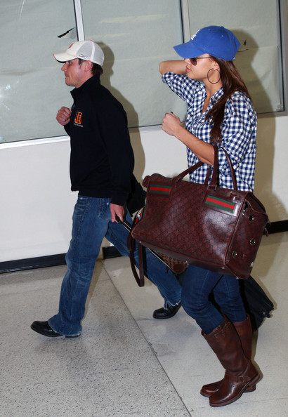 Nick Lachey and Vanessa Minnillo are spotted arriving to Miami International airport. Vanessa pulls her adorable dog out a Gucci dog carrier so she can walk him.