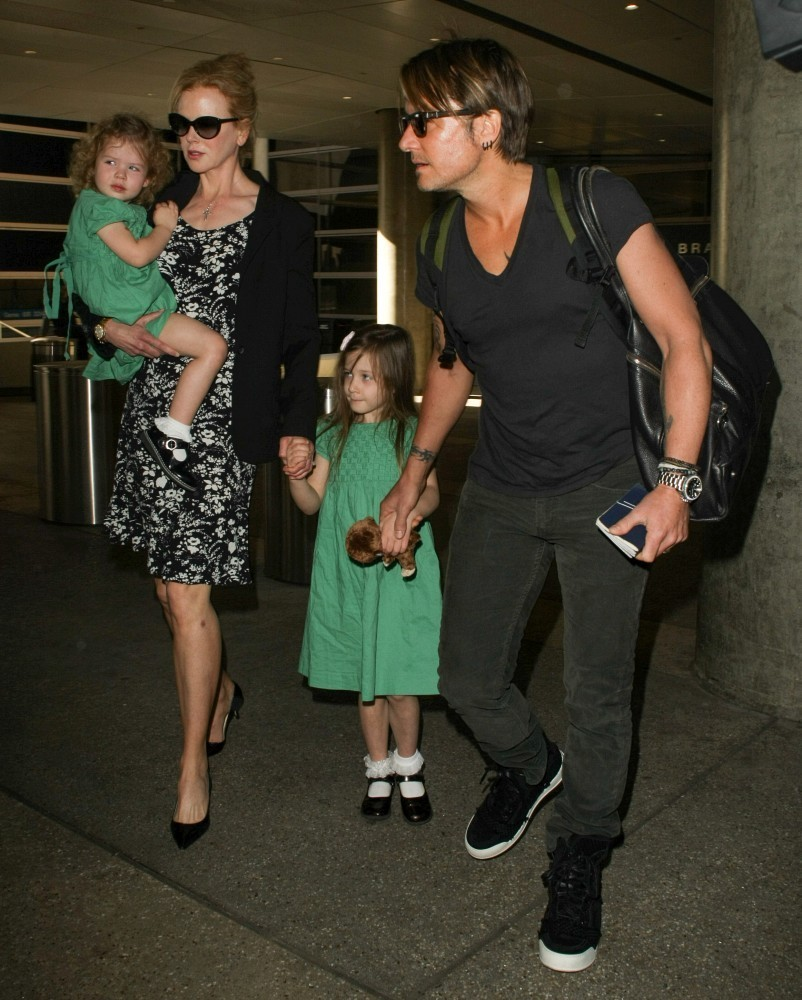 Nicole Kidman And Family Arrive At Lax Part 2 Zimbio
