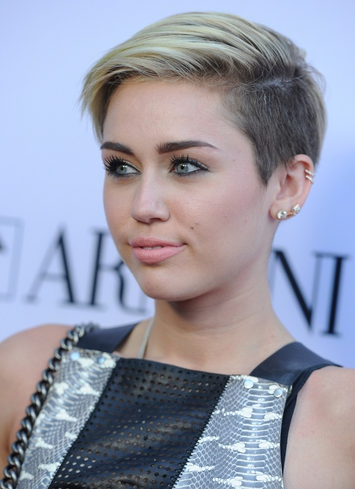 Miley Cyrus Photos Photos Red Carpet Arrivals At The Paranoia