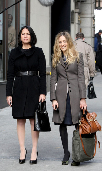 "Sarah Jessica Parker and Olivia Munn film ""I Don't Know How She Does It"" on Broadway near Wall Street. In the film Parker portrays a finance executive who is the breadwinner for her family."