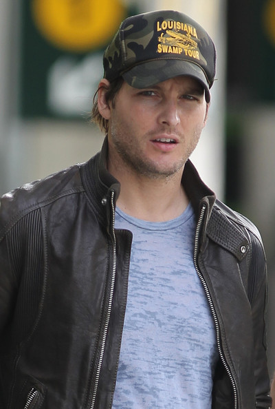 Peter Facinelli arrives at Vancouver International Airport (YVR) to make an appearance at 'TwiCon'.