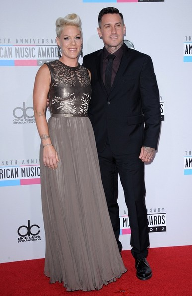 Pink The 40th Anniversary American Music Awards..Nokia Theatre L.A. Live, Los Angeles, CA..November 18, 2012..Job: 121118A1..(Photo by Axelle Woussen)..Pictured: Pink and Carey Hart.