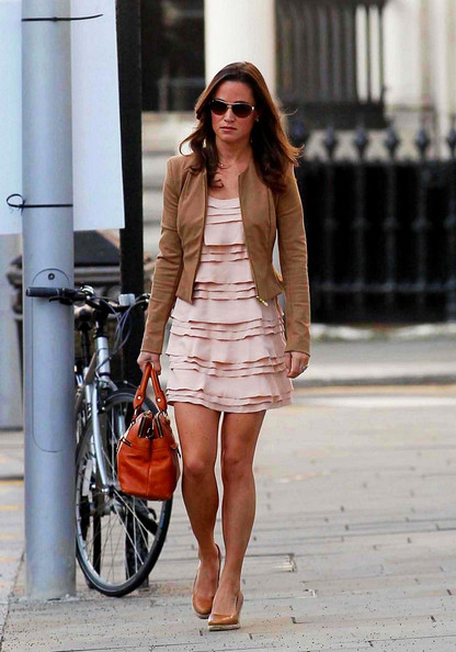 Pippa Middleton - Pippa Middleton Runs Errands in Chelsea