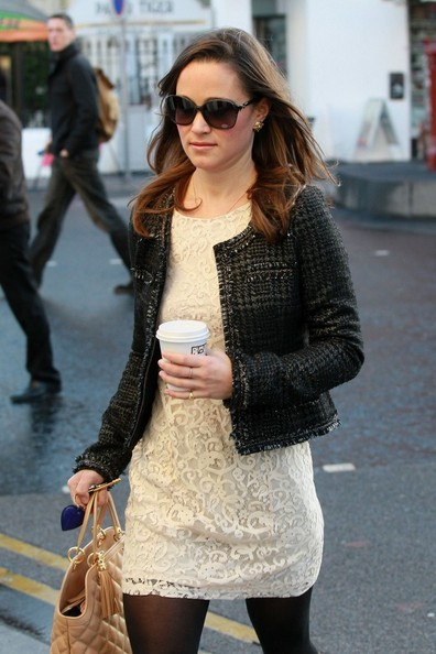 http://www1.pictures.zimbio.com/bg/Pippa+Middleton+Pippa+Middleton+Walks+Work+Eiy7ZqT--6tl.jpg