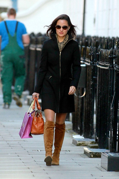 Pippa Middleton Socialite Pippa Middleton is seen strolling through Chelsea.