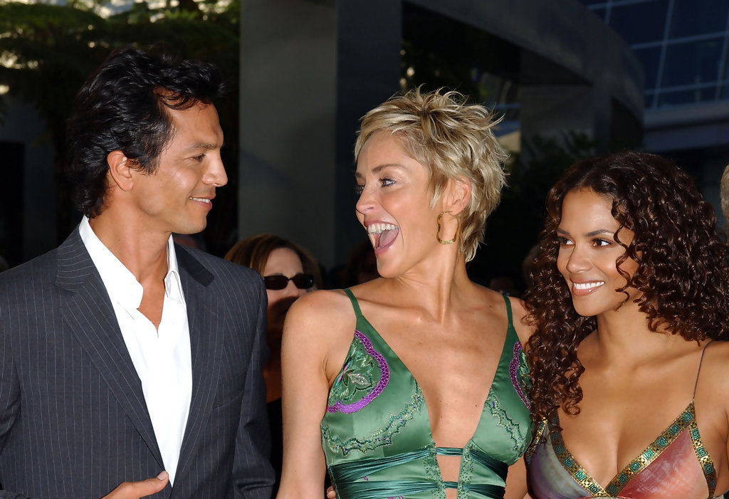Halle Berry Sharon Stone Benjamin Bratt Halle Berry And Sharon Stone Photos Premiere Of Catwoman Zimbio