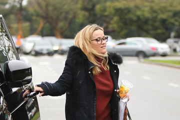 Reese Witherspoon Reese Witherspoon And Her Mom, Betty, Go Out For Breakfast