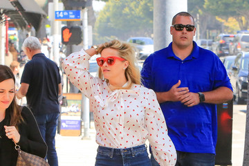 Reese Witherspoon Reese Witherspoon Rocks A Polka Dot Blouse