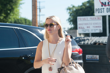 Reese Witherspoon Reese Witherspoon Runs Errands in Floral Print